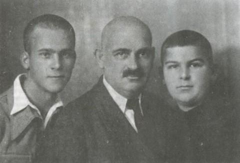 А.В. Трубецкой, Н.А. Бобринский с сыном Николаем (слева направо) 1939 год
