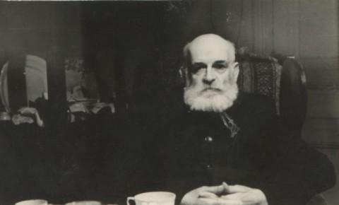 Николай Алексеевич Бобринский у себя дома, Трубниковский переулок (1959 или 1960 год)
