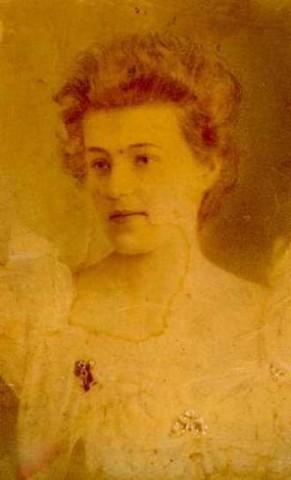 Моя бабушка Н. А. Чичерина перед свадьбой.