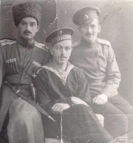 Братья Бобринские, в форме офицера Дикой дивизии Н.А.Бобринский
