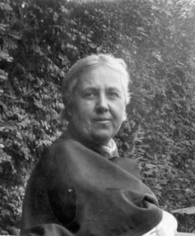 Моя бабушка О. А. Челищева (Хомякова). Сергиев Посад, 1924 г.