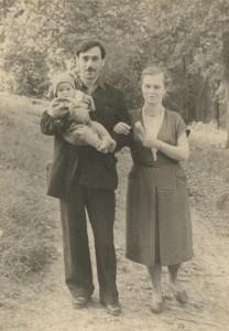 С А Тутунов и Е В Тутунова с сыном Андреем (1956 год, Никольское - Гагарино)